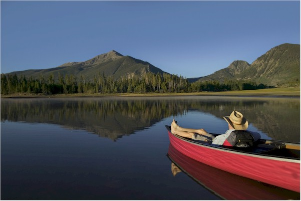 canoe-lake-mountains